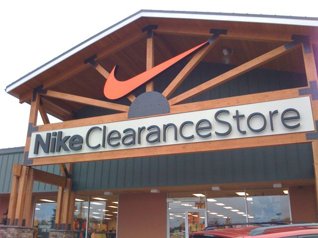 ... clearance stores and what they are and where you can find one.